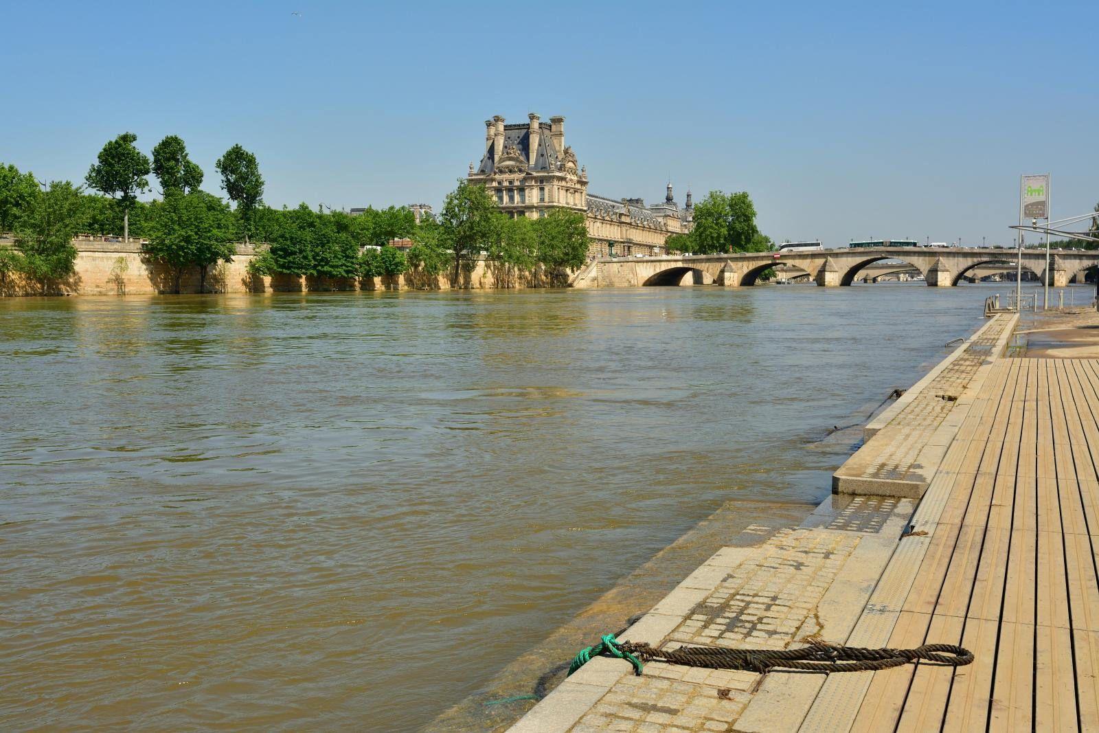 Paris / Quai Anatole France / Pont Royal / Le Louvre | by Pantchoa