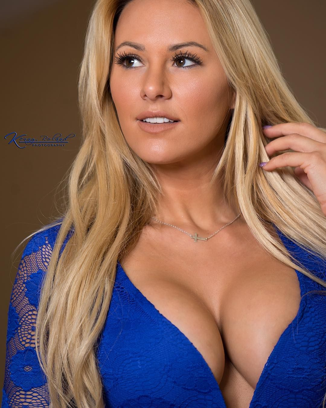 Cleavage Kindly Myers nude photos 2019