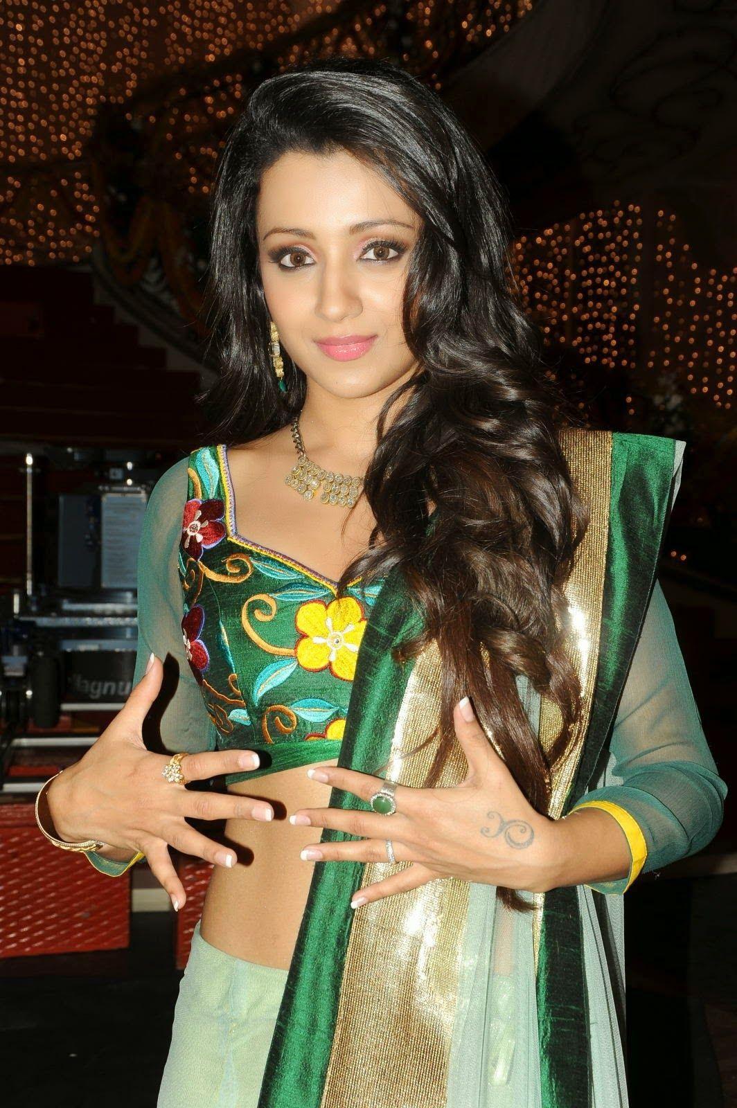 top-hot-trisha-krishnan-hot-full-photo-gallery-trisha-hd-wallpapers