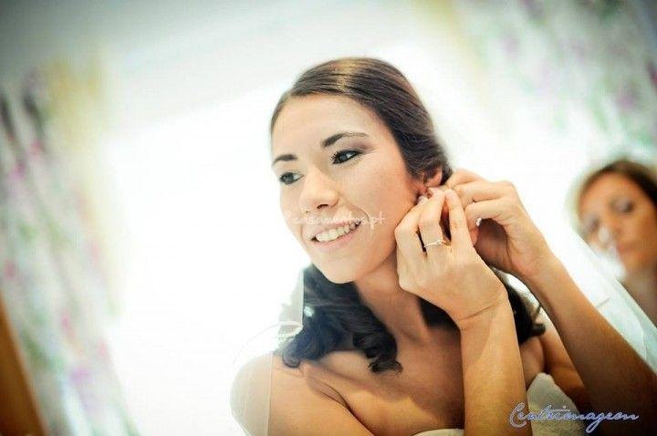 Foto de Carla R. Maquilhagem e Cabelos: http://www.casamentos.pt/beleza-noivas/carla-r-maquilhagem-e-cabelos--e96149/fotos/11