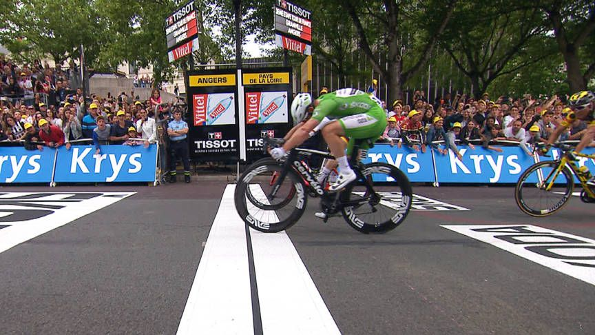 Cavendish beats Greipel with 3 milimeters for his second stage win ... 2687fbdeb