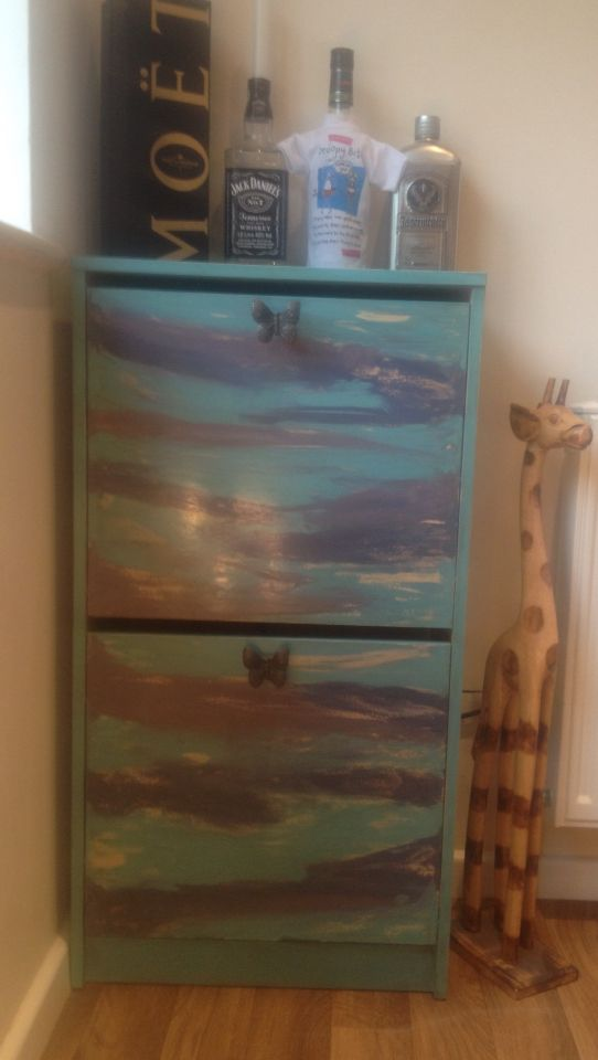 Butterfly inspired upcycle of a bissa ikea shoe cabinet. Painted in Everlong kingfisher, misty mauve & amble sea. I used clear and dark wax to get a high gloss effect! Butterfly handles from the Everlong range to complete the look xx