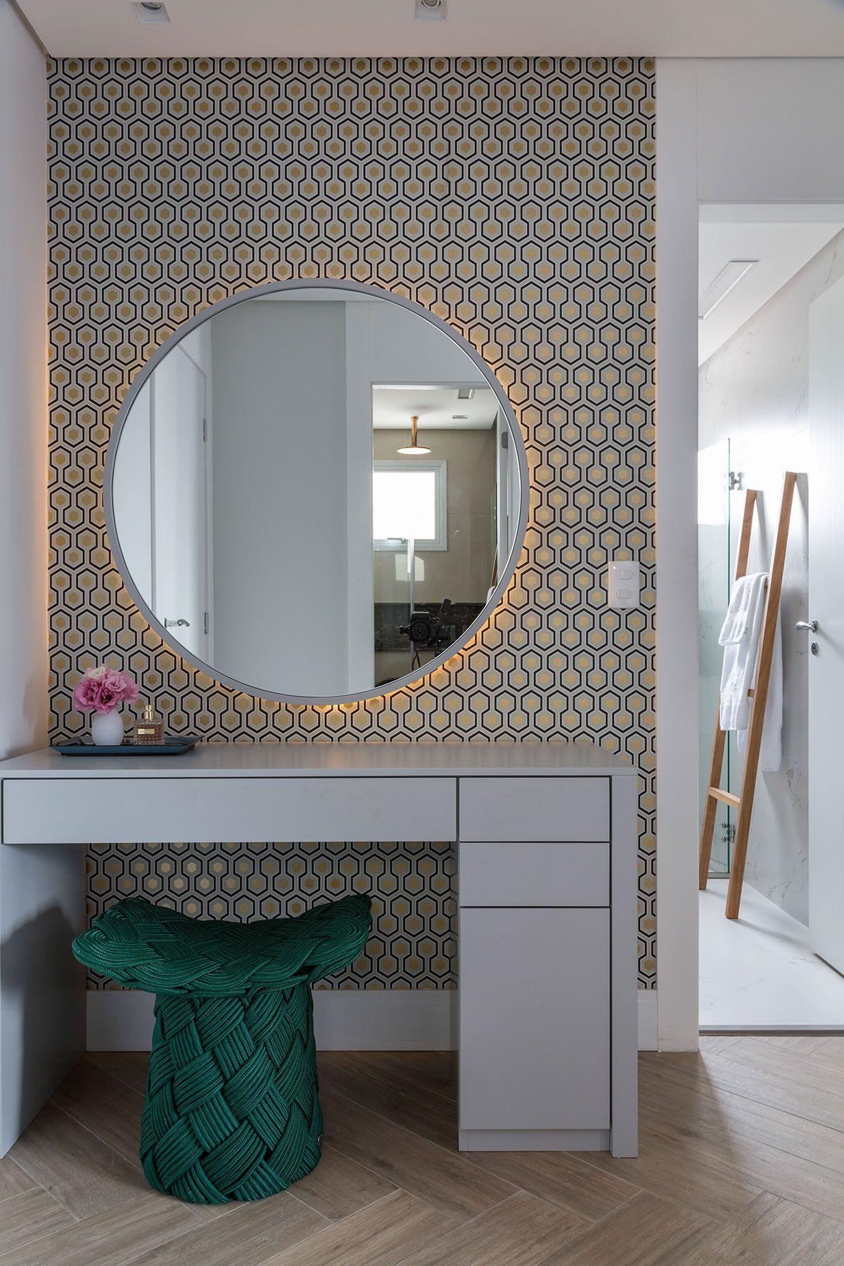 Decoração De Apartamento Moderno E Cinza. No Banheiro, Lavabo, Com  Revestimento, Papel