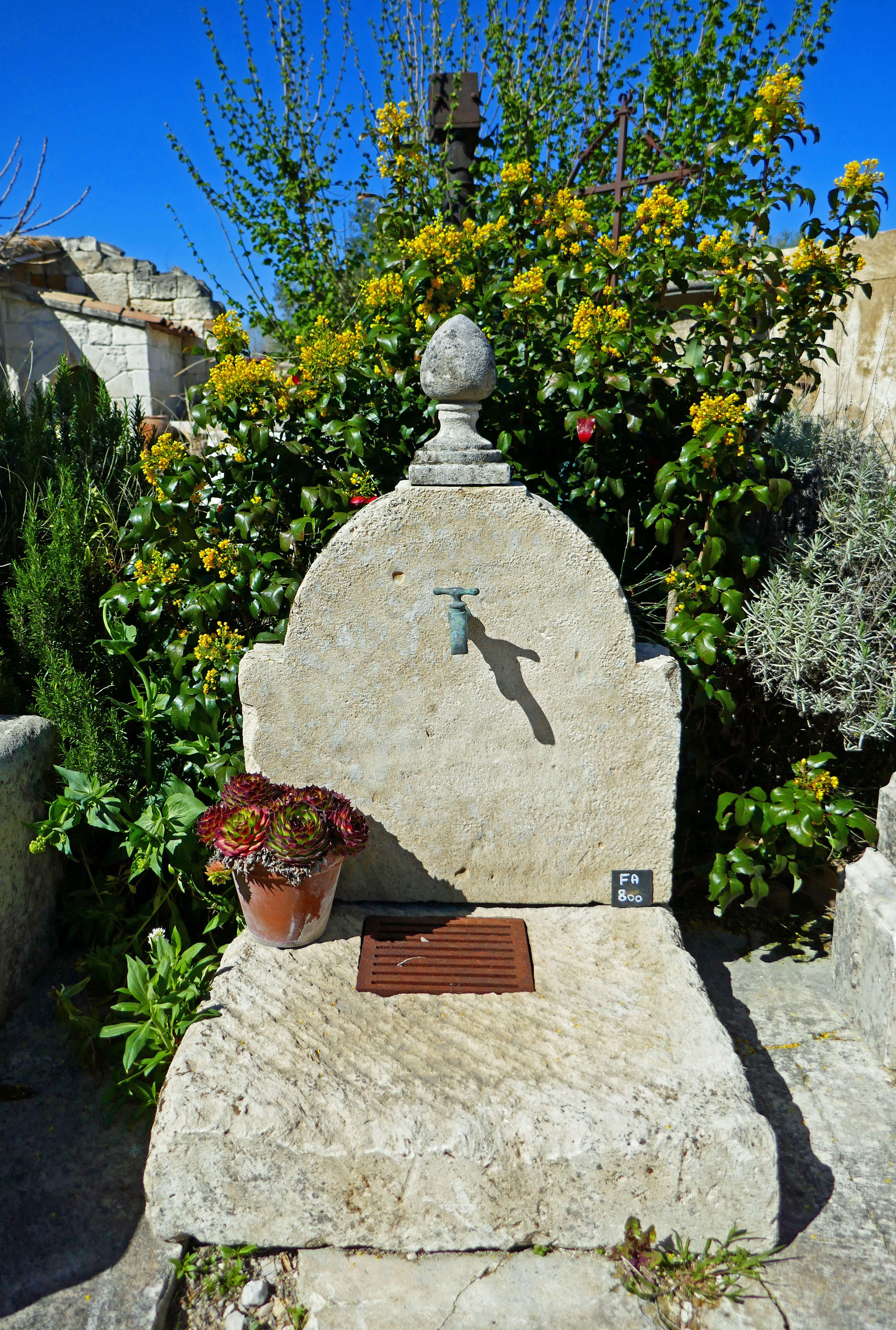 Atelierbidal Cette Fontaine De Jardin En Pierre Est Facile A