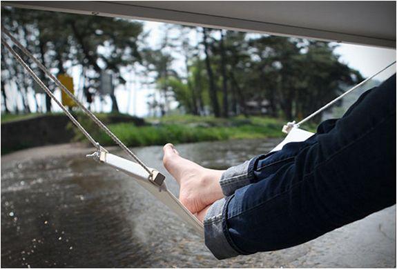 fuut-under-desk-foot-hammock-3.jpg