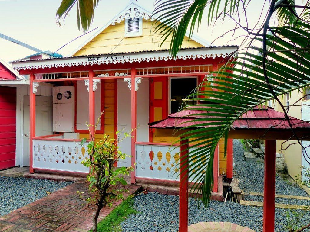 Les antilles îles vierges britanniques à tortola maison créole en bois couleurs bonbon à road town