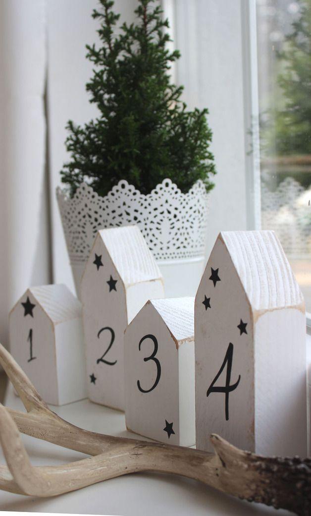 Weihnachtsdeko - Holz Haus Set *Advent* weiß im Shabbystil - ein Designerstück von LuCo bei DaWandakleines Haus: ca. 9,4 x 6 x 3,7cm großes Haus: ca. 14 x 6 x3,7cm 19€ #weihnachtsmarktideenverkauf