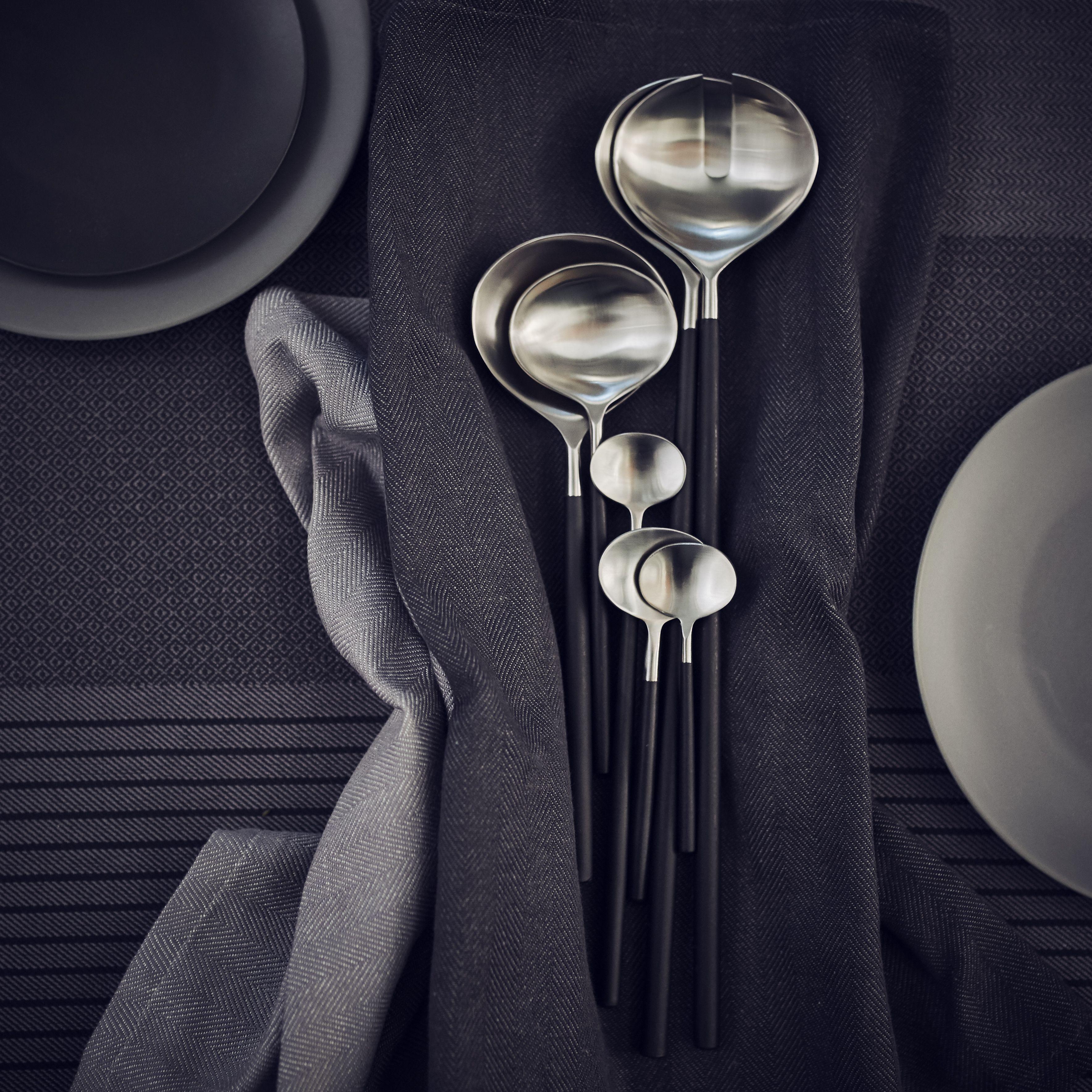 SITTNING særkollektion fra 1/9. Dæk et smukt bord og nyd en god middag med dem du holder af. Sælges i alle IKEA varehuse i et begrænset omfang.
