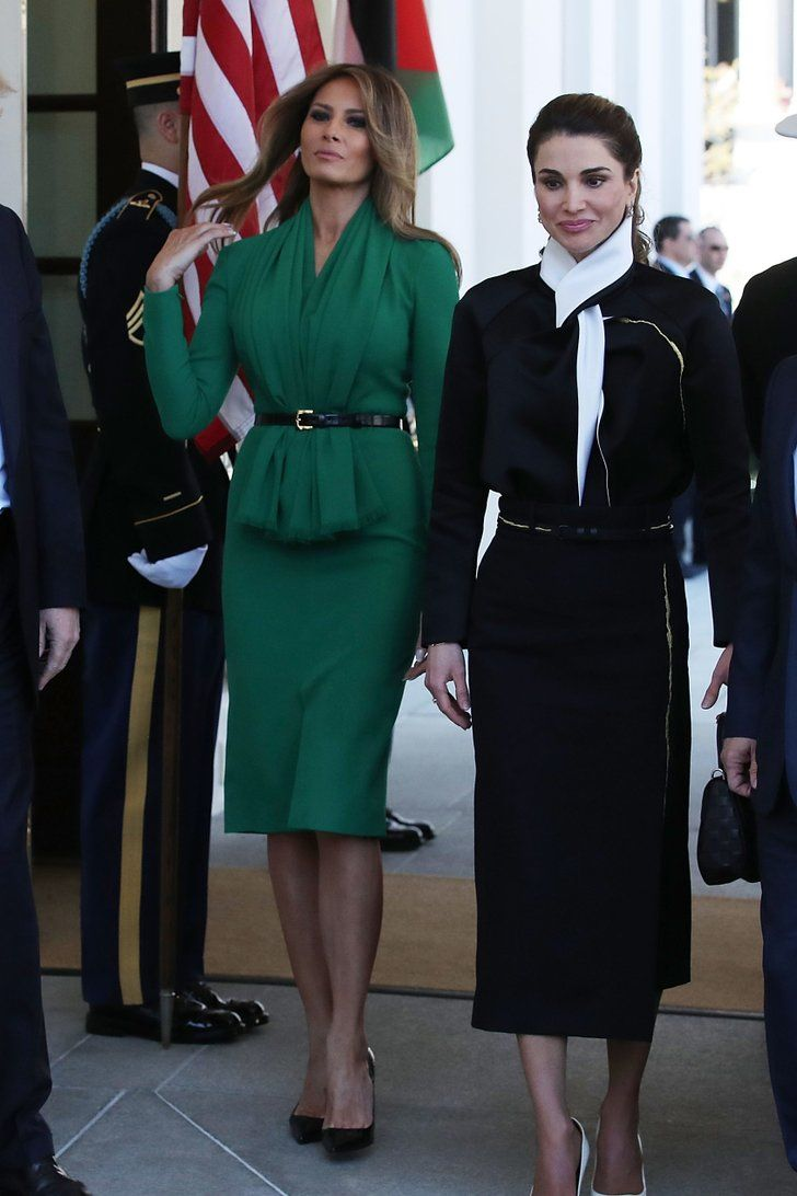 Melania Trump S Outfit Has More Than A Few Similarities To Queen Rania S Queen Rania Milania Trump Style Chic Outfits