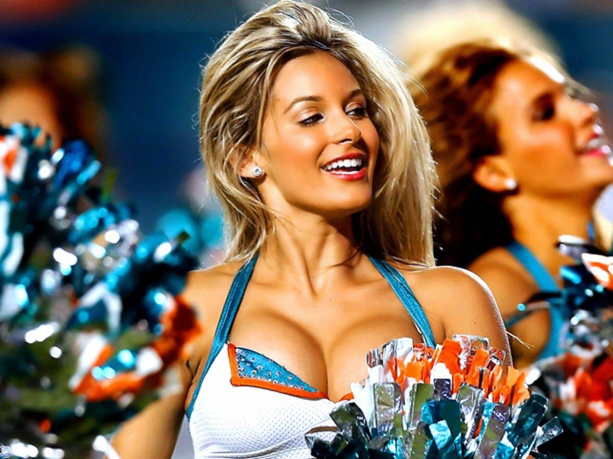 nfl-cheerleaders-nipple