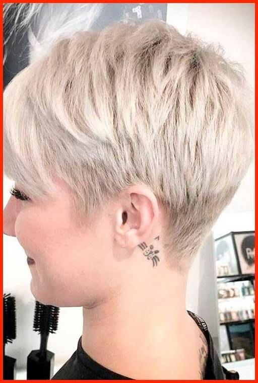 Blonde kurze haare frau