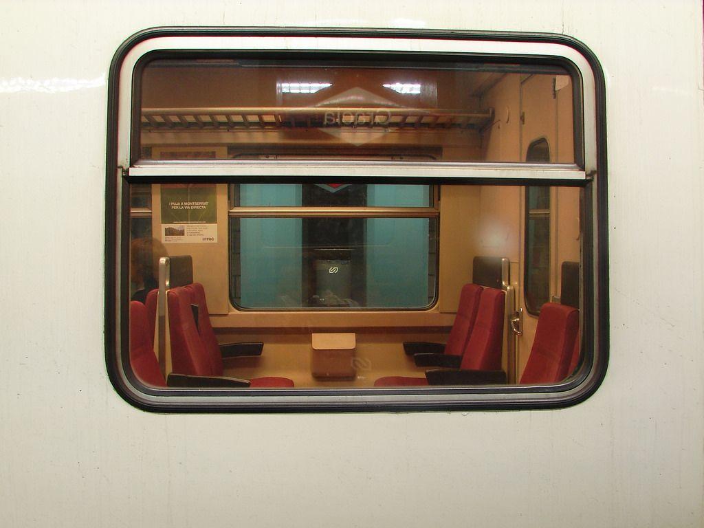 https://flic.kr/p/rE1Hi | the strokes:12:51 | Estació de FGC de Gràcia (Barcelona), Novembre de 2006