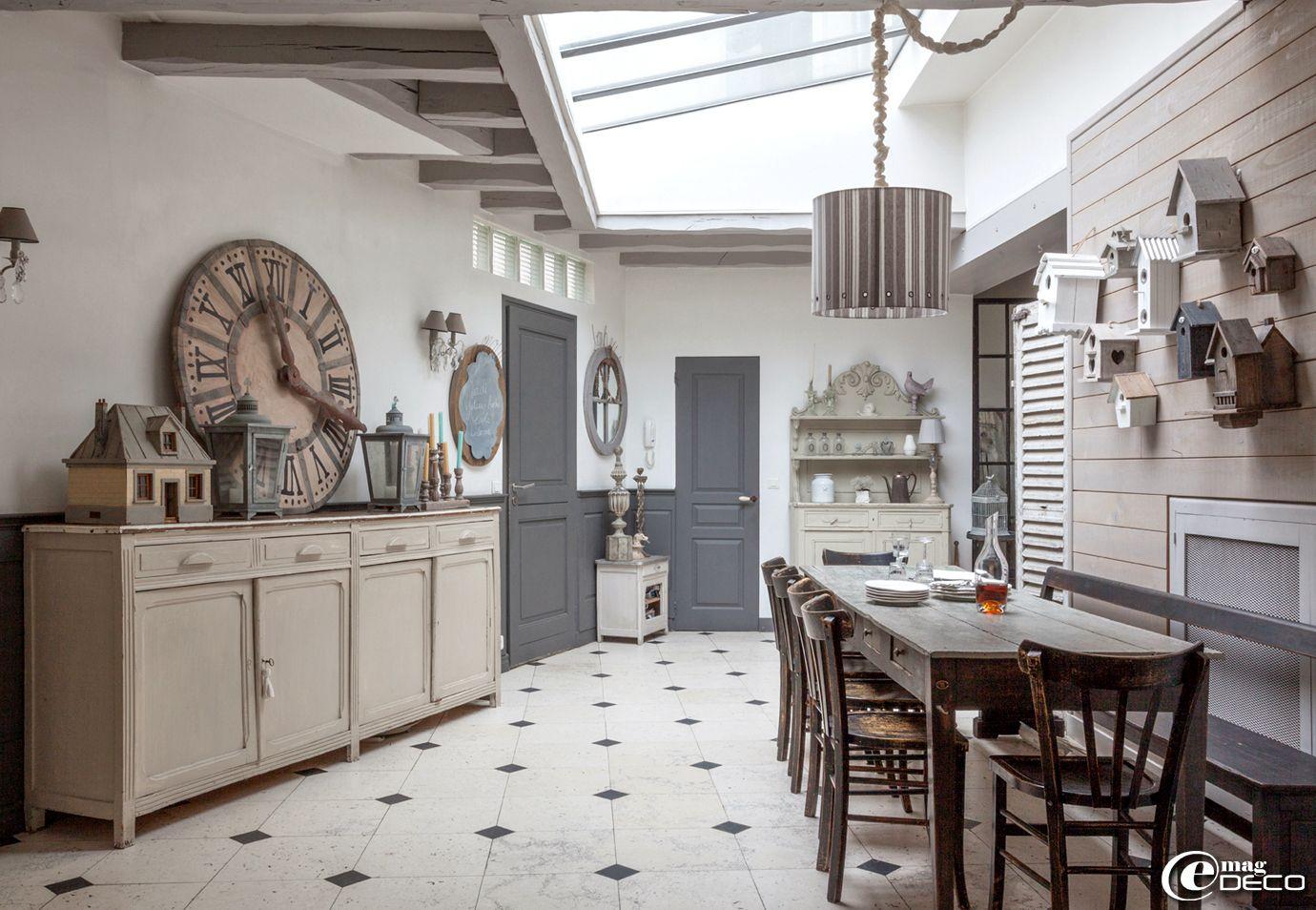 Dans Louest Parisien La Maison De Georgia Shabille Dun Camaïeu - Salon salle a manger gris pour idees de deco de cuisine