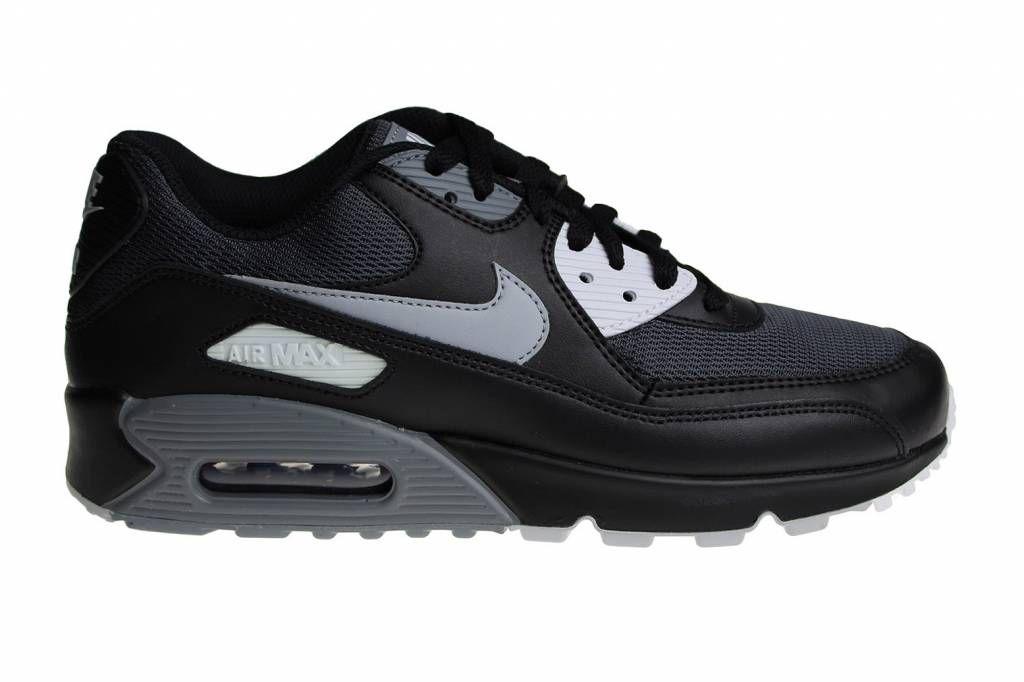 online retailer 31c3f 0a51a Stoere Nike Air Max 90 Essential voor heren. Een van de mooiste modellen  van de