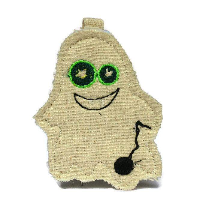 Artur le porte clé fantôme de la boutique BuddyBirdies sur Etsy