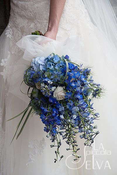 Bouquet Sposa Blu E Bianco.Sabato Blu Fiori Per Matrimoni Bouquet Da Sposa Bianco