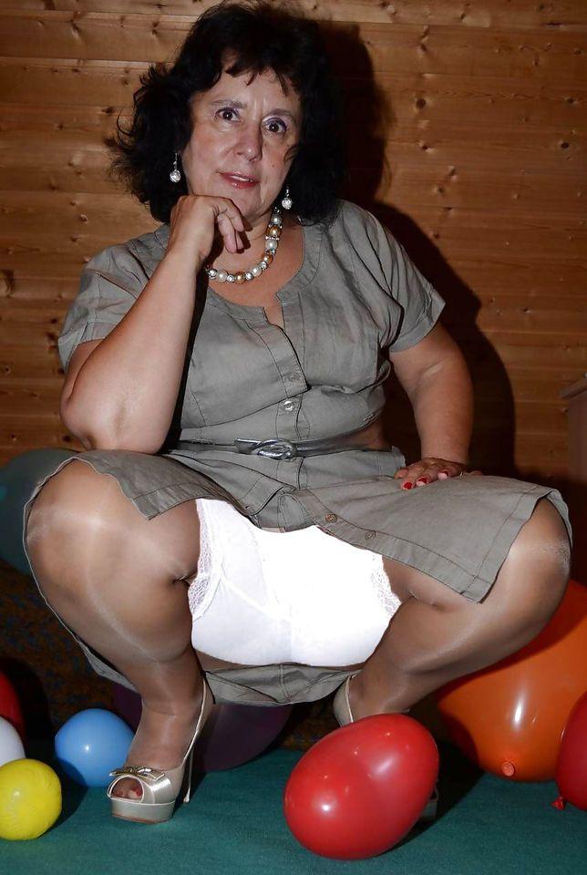 nude indian aunty image