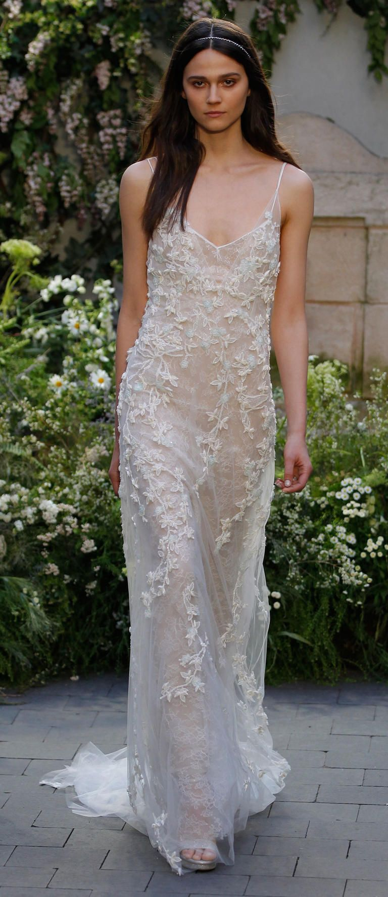 See Monique Lhuillier Wedding Dresses From Bridal Fashion Week Spring 2017 Wedding Dresses Monique Lhuillier Bridal Designer Wedding Dresses