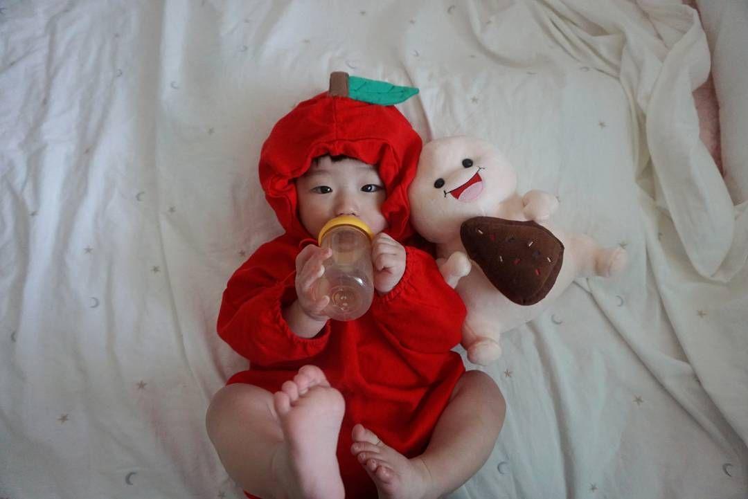 시우핏 / 아기모델 👶시우👶 @__si._.u - 🍎사과슈트 공지🍎 . 리오더 재입고 문의가 왜...Yooying