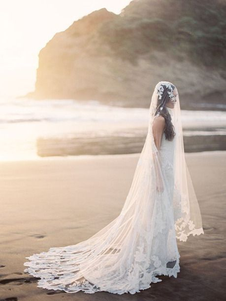 Beautiful Gorgeous White Lace Trim Wedding Dress Gown