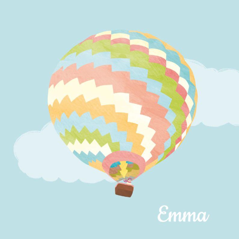 Meisje in kleurige luchtballon 1