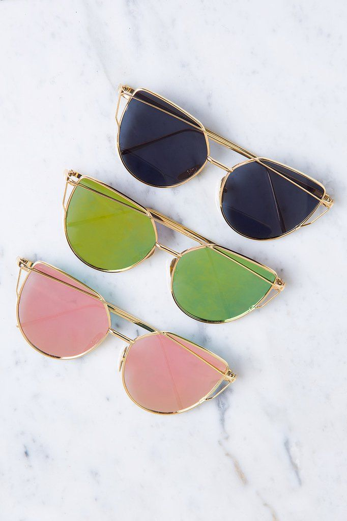 424008c950e7 Chase the sunset in the stunning Aria Sunglasses in Black! Featuring a  trendy gold frame with rose tint mirrored lenses. Exaggerated cut-out cat  eye is the ...