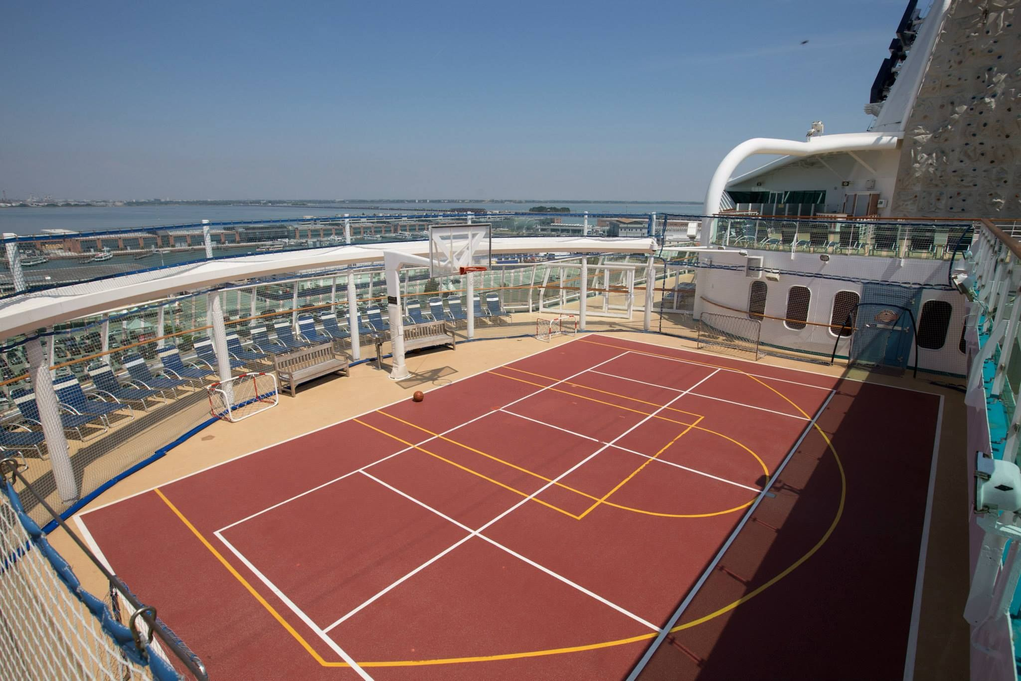Serenade of the seas campo da basket serenadeoftheseas for Campo da basket regolamentare
