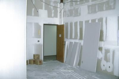 Do You Need To Prime Drywall Before Painting It For The First Time With Images Painted Garage Walls Priming Walls Drywall