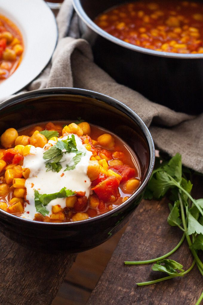 Kichererbsen-Stew mit Tomaten und Mais