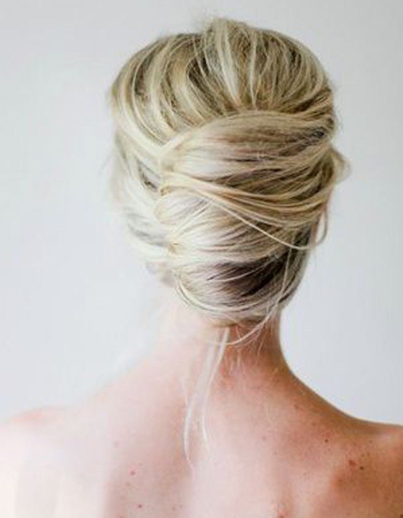 Le chignon sophistiqué | Coiffer cheveux mi long, Coiffure cheveux mi long, Coiffure mariage