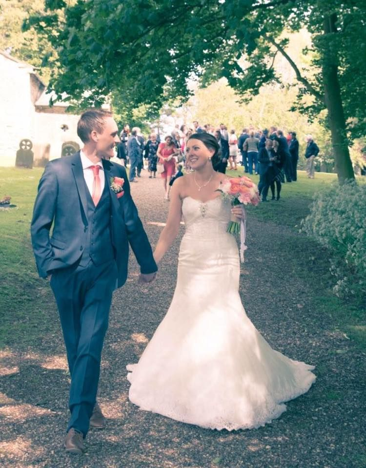 hank you Helen and Phil for sending in your wedding photos. Helen you look absolutely stunning. I hope it was a day to remember