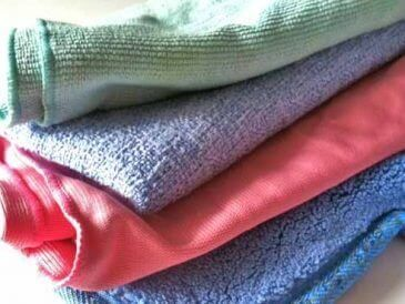 Microfiber Cloths: Green Cleaning or Plastic Pollution? | Wellness Mama