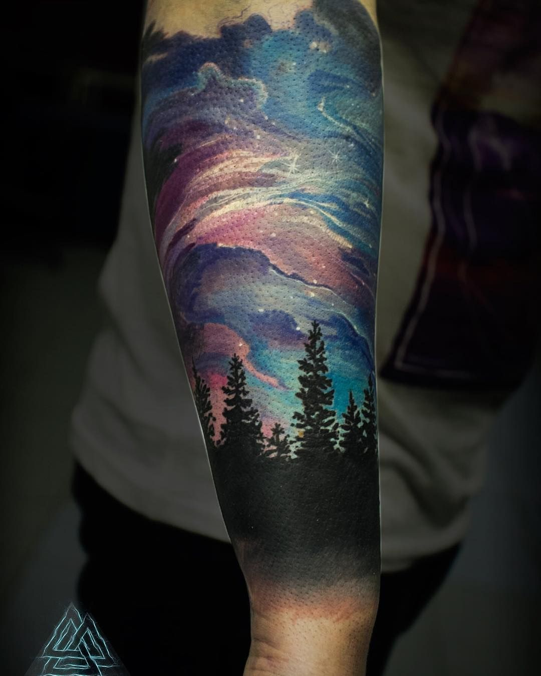 northern lights tattoo google search galaxy tattoo pinterest tattoo hintergrund. Black Bedroom Furniture Sets. Home Design Ideas