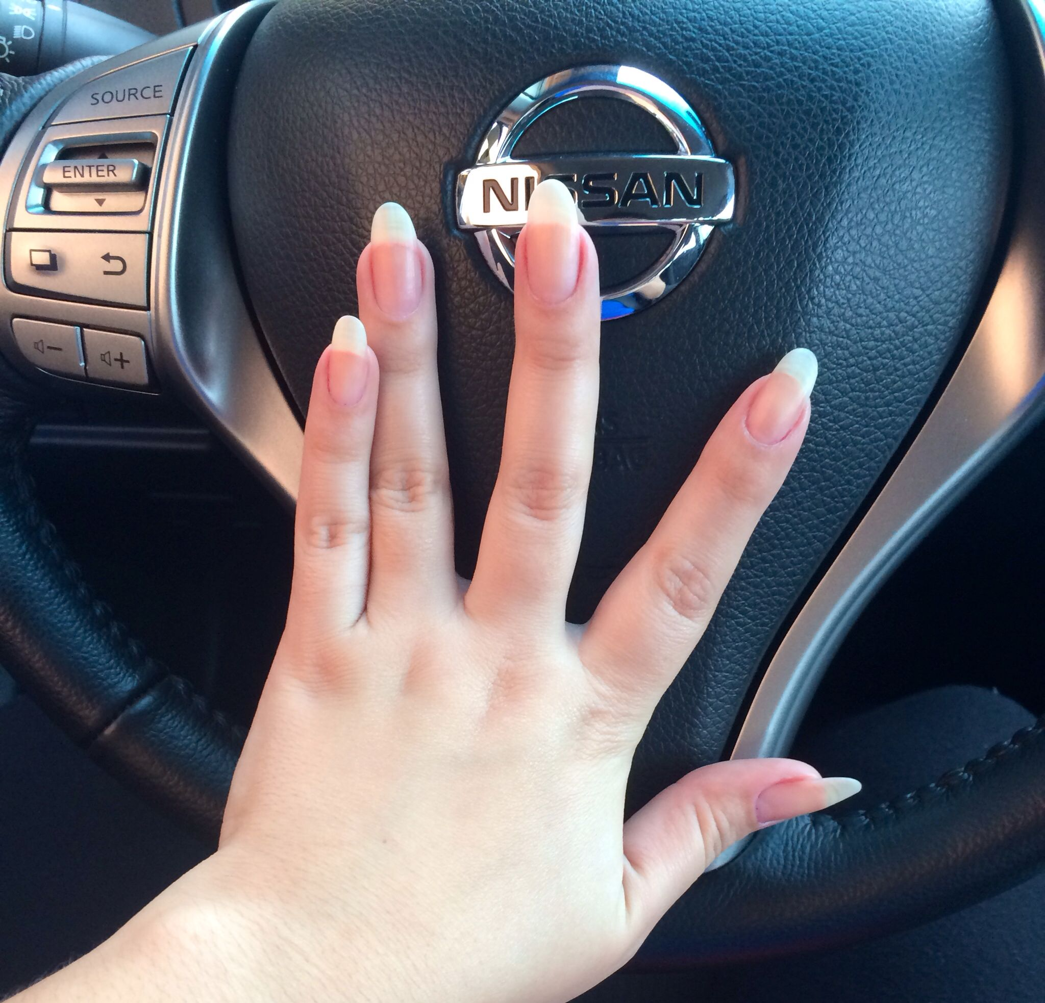 С длинными ногтями за рулем фото — photo 3