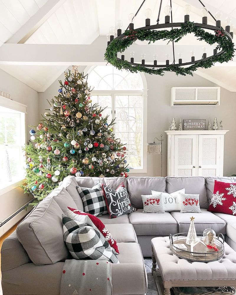 19 Festive Christmas Living Room Decor Ideas Christmas Decorations Living Room Christmas Living Rooms Cozy Christmas Living Room