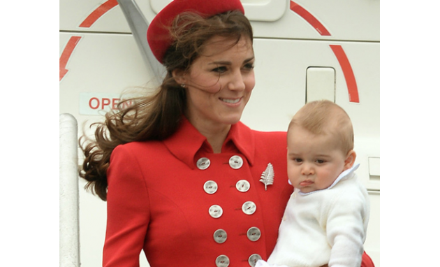 أطفال المشاهير يفسدون صور أمهاتهم الجميلات Royal Family Prince George Kate Middleton
