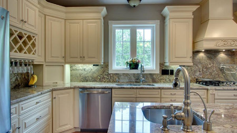 Kitchen With Our Creme Maple Glazed Cabinets Glazed Kitchen Cabinets Kitchen Cabinets Kitchen Gallery