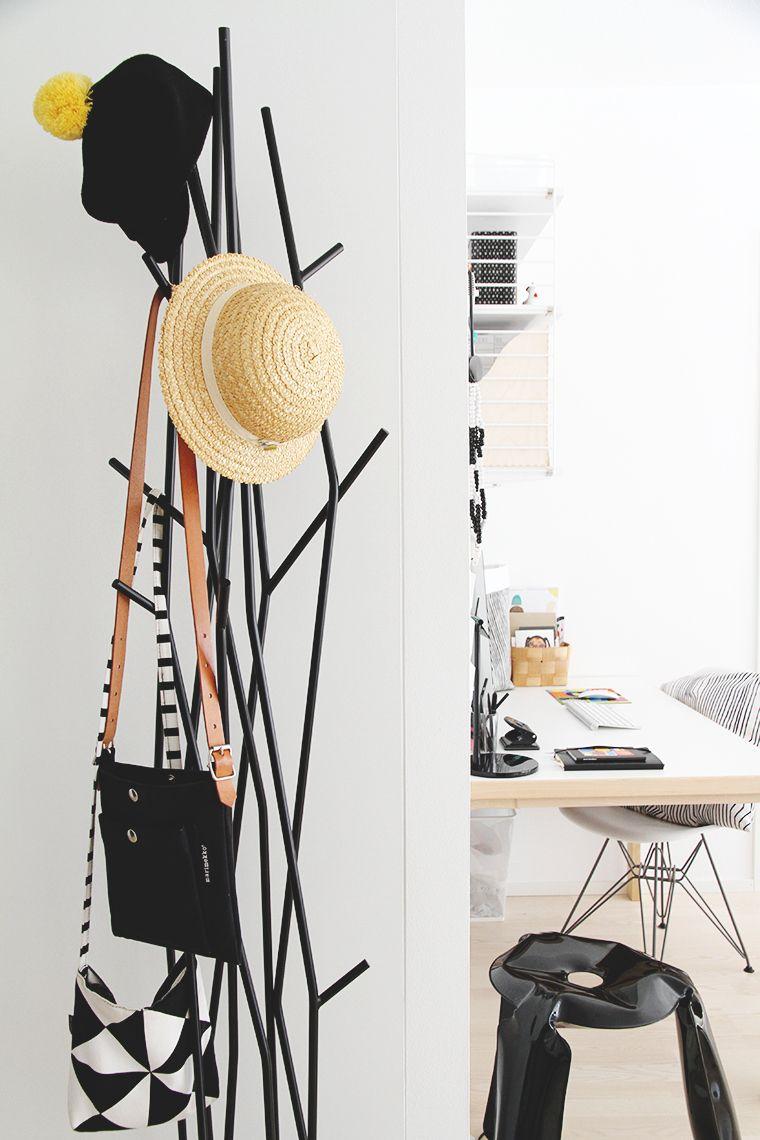 een bureau en hal