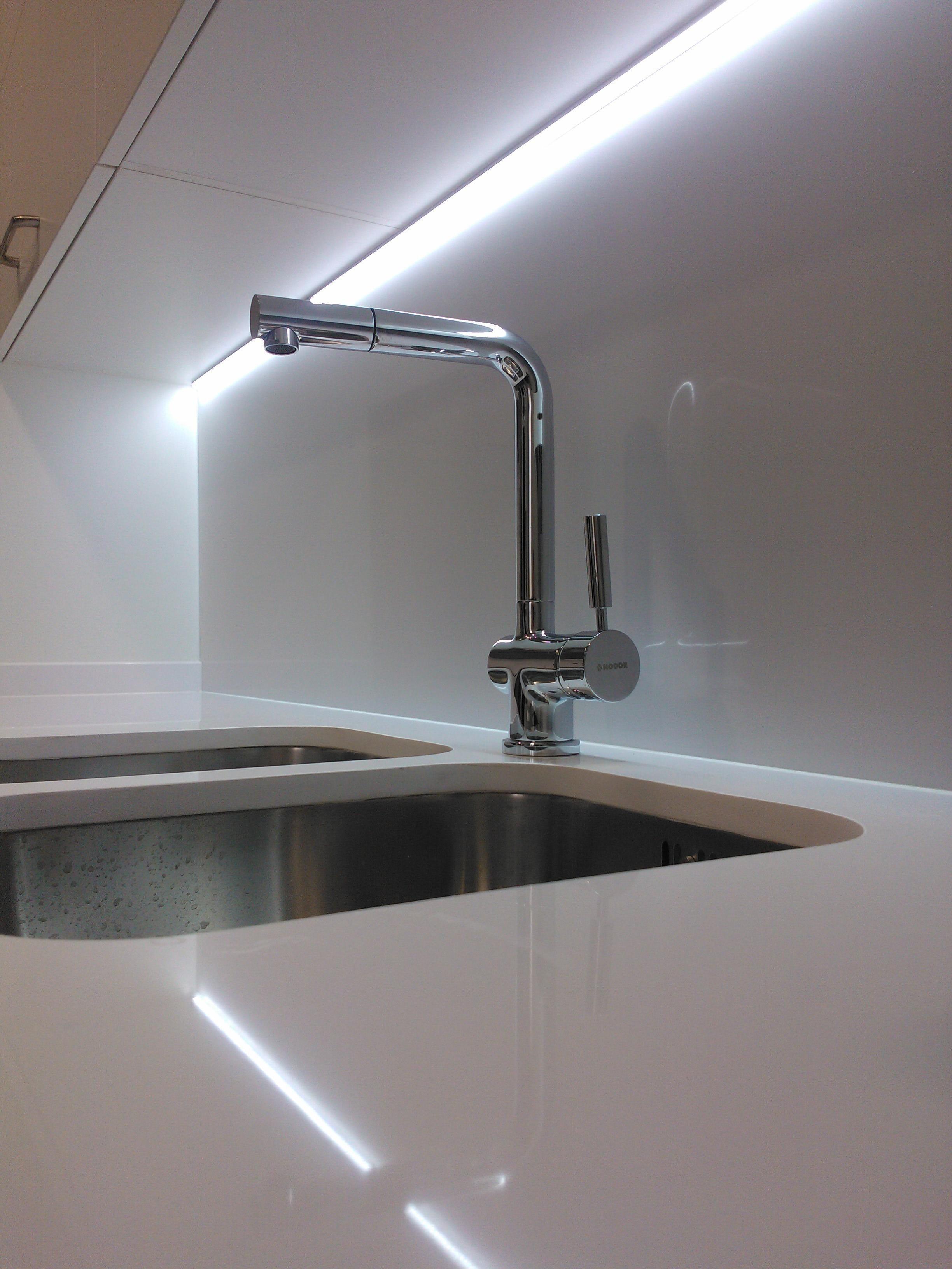Cocina Iluminacion Cocina Bajo Mueble En Una Cocina En El  # Led Para Muebles