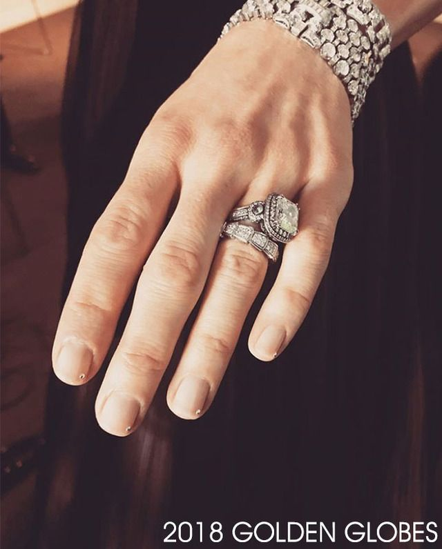 Manis That Glistened at The Golden Globes | Black nails, Golden ...