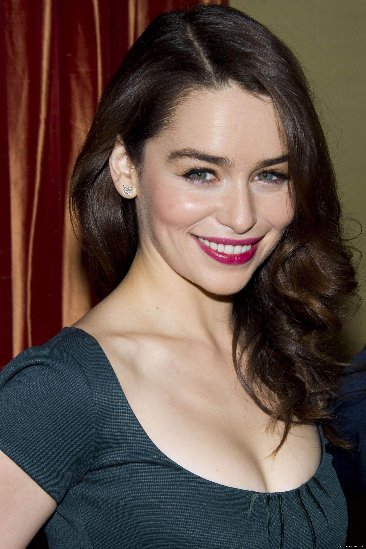 emilia clarke #celeb #smile   Emilia clarke hot, Beautiful ...