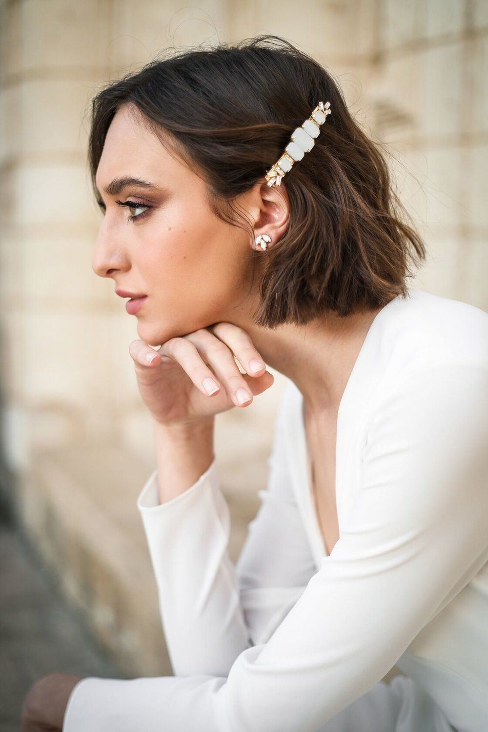 Bows, Barrettes, Bars, Oh My! All the Popular Hair Trends for Fall Bridal Hairstyles | Green Wedding Shoes