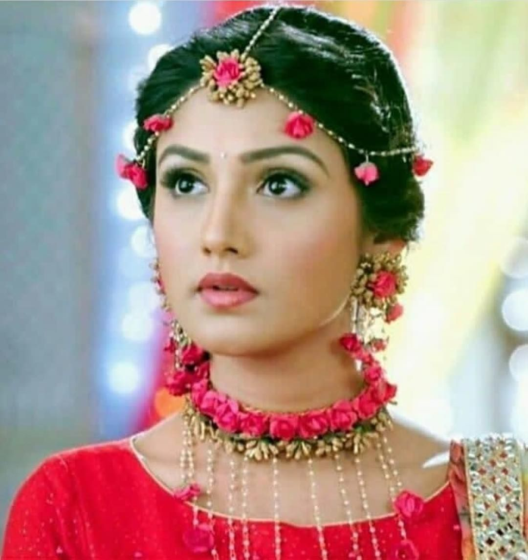 Floral Designer Handmade Red Rose Flowers Necklace Set With Maching Earring and Mangtika for Bridal