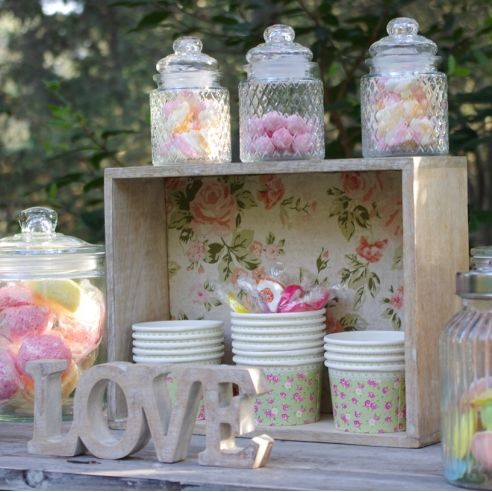 caisse en bois fond liberty ideas for event wedding. Black Bedroom Furniture Sets. Home Design Ideas