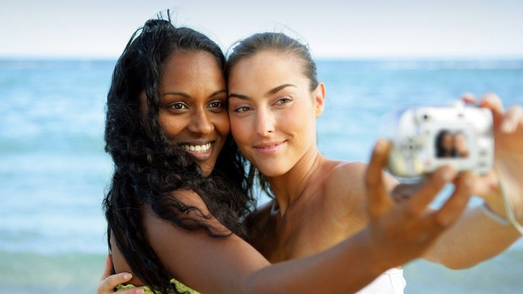 Learn how Oxybenzone helps protect your #skin from the Sun and it's many other benefits: http://bit.ly/2eeRRHU  #Sunscreen #SPF30 #SkinCancer #Hyperpigmentation #HealthySkinIsHappiness #melanin #richcomplexion