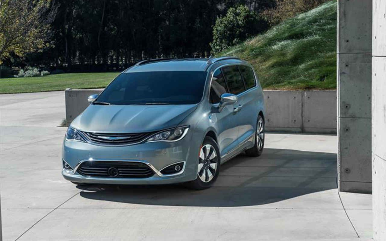 2018 Chrysler Town And Country Rumors Specs Performance