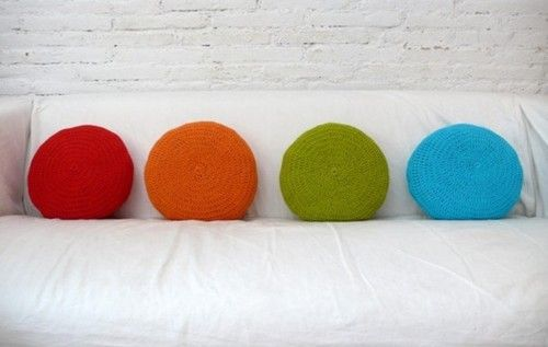 daintyloops:    (via Round Pillow Crochet red by lacasadecoto on Etsy)