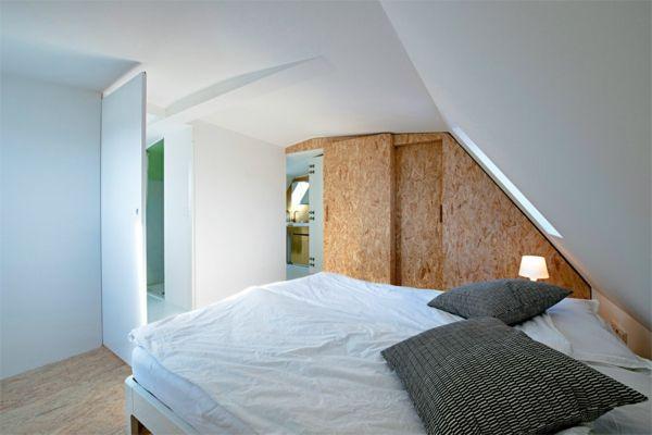 Korkentür im Schlafzimmer und weiße Wände   Haus deko, Wohnen, Möbelideen