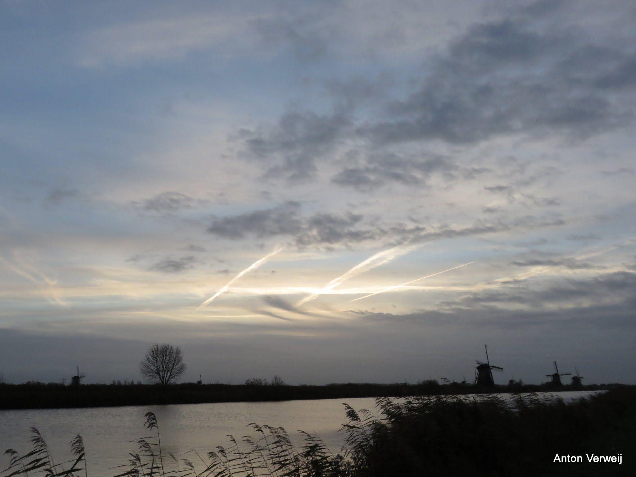 Van sereen wit-blauw en glinsterlicht ... http://godisindestilte.blogspot.nl/2015/11/van-sereen-wit-blauw-en-glinsterlicht.html
