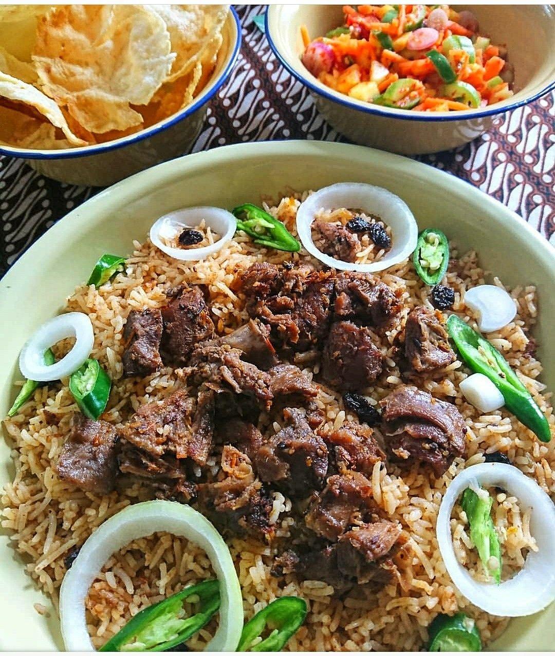 Nasi Kebuli Kambing Dengan Acar Merah Makanan Masakan Kambing